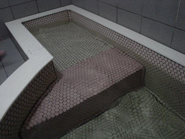 ここは寝湯代わりなのかなぁ~?