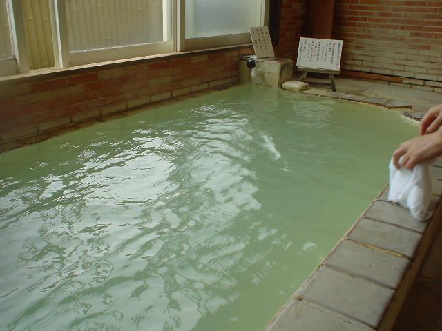 熱めの硫黄泉