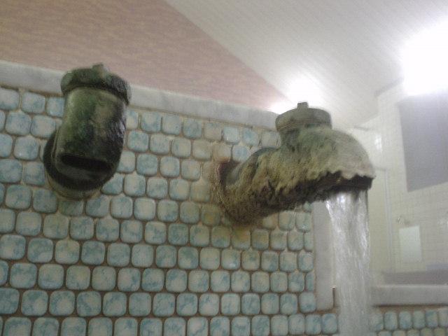 メイン内湯の湯口はコテコテ!