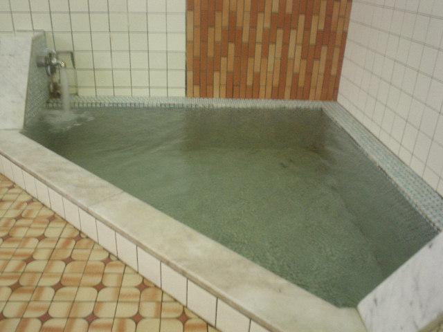 こちらが単純泉の低温浴槽(水風呂)