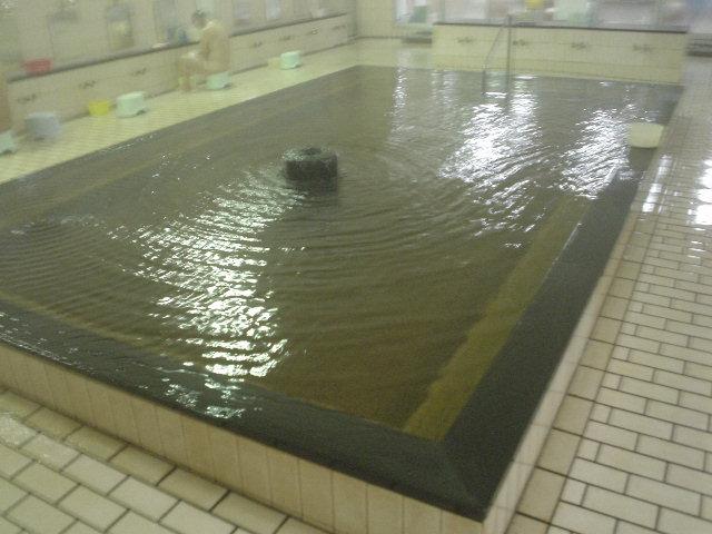 真ん中配置の広い大浴槽!