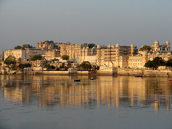 udaipur-shore-rajasthan-india.jpg