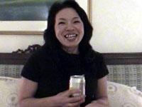 【無修正】ビールとHが大好きなバツ1熟女の乳首がデカイ!