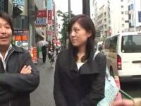 無料素人アダルト動画書庫:買い物に行く途中の人妻をナンパしてハメて中出し2連発!