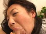 美人奥さんが極太を頬張って顔がブスになっちゃうのって・・・グっとくるよね^^;