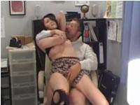 人妻熟女yourfilehost動画:「こんな姿を旦那さんに見せてあげたいね」心理カウンセラーが嬉しそうに診察に来た人妻をハメる!