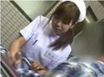 【手コキ】看護婦さんに手コキしてもらう下半身だけは元気なスケベ爺さん