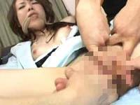 【無修正】生意気美人歯科医を貧乏患者皆で制裁中出し!