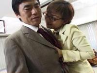 【無修正】パワーハラスメントの巨乳の女社長と4Pでぶっかけ!