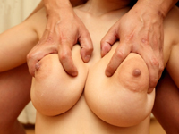 乳神様:巨乳娘とヤリ放題 JULIA