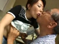 ★えろつべ★:【動画】エロジジイが息子の嫁を寝取って近親相姦w(*゚∀゚)=3 ムッハー