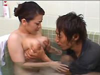 あそこにド━━━ m9(゚∀゚) ━━━━ン!!!:【山口玲子】入浴中のムッチリ寮母さんに悶々してる寮生が吸い付いた