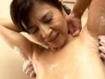 本日の人妻熟女動画 : 【素人】これは、お礼よ!お風呂で抜いちゃう熟女♪