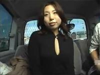 人妻熟女動画:車内でフェラ抜きするナンパされた巨乳人妻