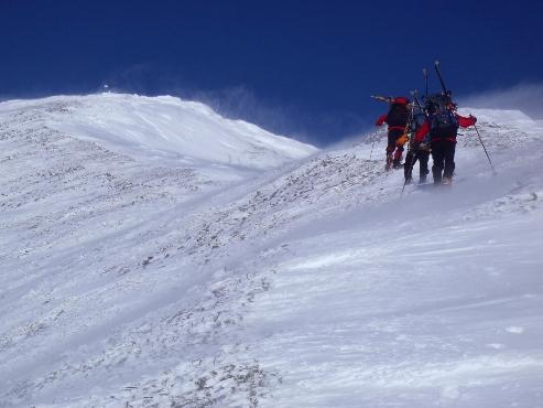 雪煙舞うウペペサンケ山2