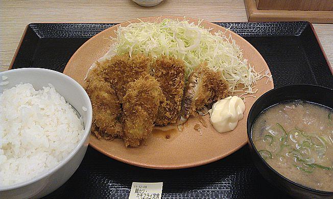 鰤カツ・カキフライ定食