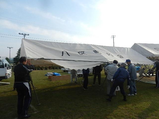 町民運動会テント張り 022