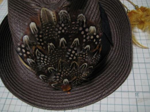 帽子飾り 前