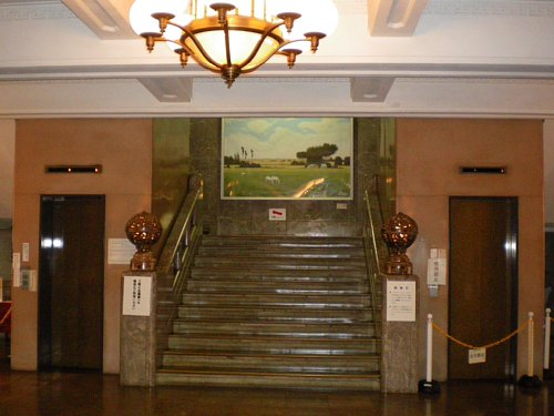 神奈川県庁舎・玄関ホール