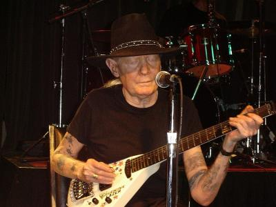 johnnywinter0911b.jpg