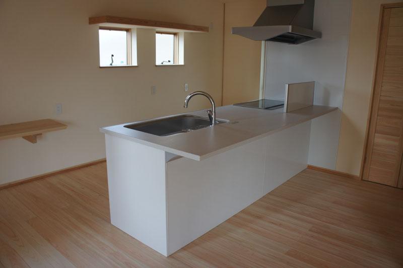 キッチンは約6畳。背面には ...
