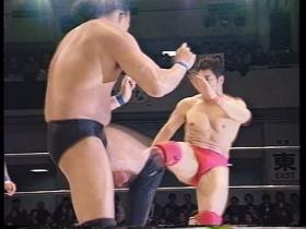 膝の側面に強烈なロー