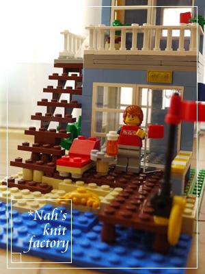 LEGOSeasideHouse15.jpg