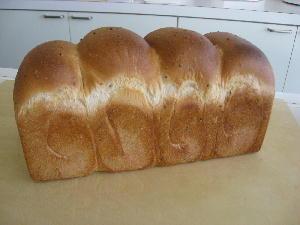 ごま食パン 001