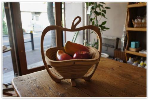 バスケットリンゴ入り