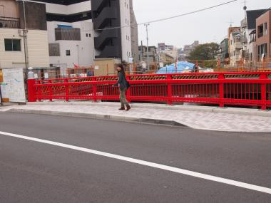中野新橋を渡る