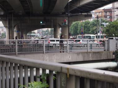江戸川橋を渡る