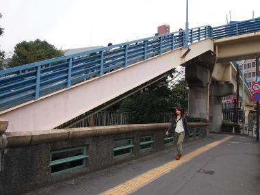 飯田橋を渡る