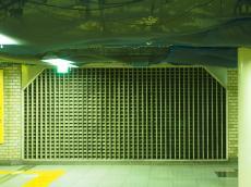 新橋駅の格子