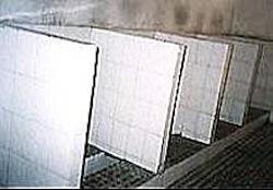 長距離バスターミナルなどにある典型的な扉なしトイレ