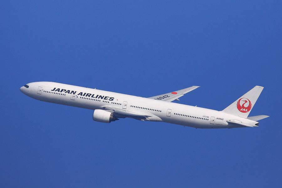 JAL B777-346 / JAL2081 (JA8942)@伊丹市内某所
