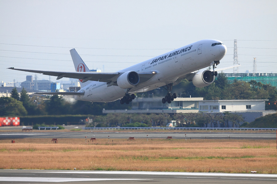 JAL B777-346 / JAL2087 (JA8943)@下河原緑地展望デッキ
