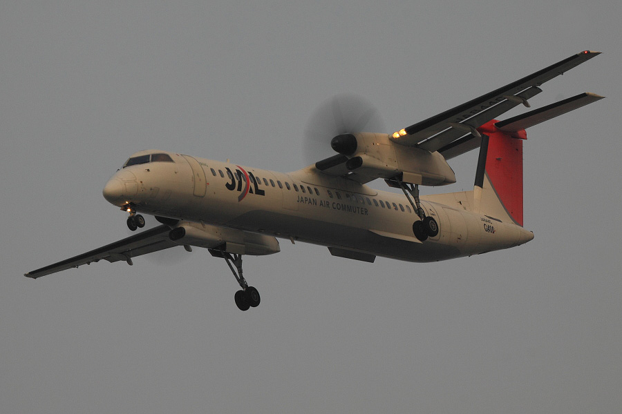 JAC DHC-8-402Q / JAC2450 (JA844C)@RWY32Lエンド・千里川土手