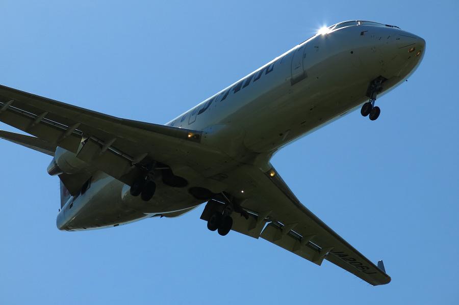 J-AIR CRJ-200ER / JAL2432 (JA206J)@RWY32Lエンド・千里川土手