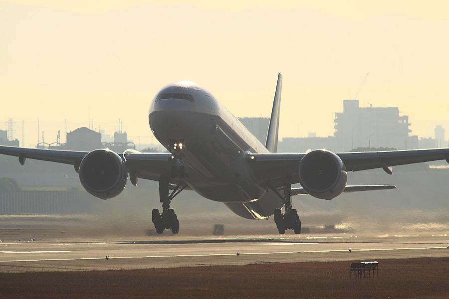 JAL B777-346ER / JAL3002 (JA738J)@RWY14Rエンド・猪名川土手