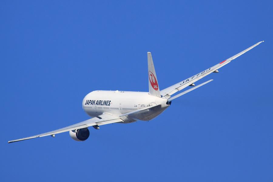 JAL B777-246 / JAL110 (JA772J)@RWY14Rエンド(正面)・猪名川土手