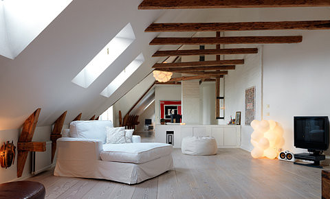 attic,interior,design,interior,light,living,white-3ea50261845ab5886475ce1b82a58f30_h