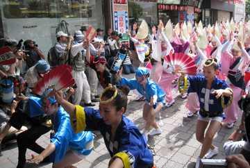 徳島駅前踊り2