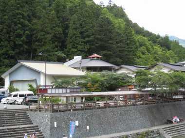 木の香温泉全景