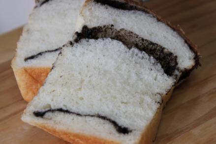 黒大豆ペースト食パンカット