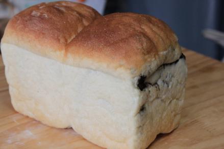 黒大豆ペースト食パン