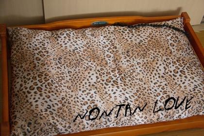 豹柄ベッド