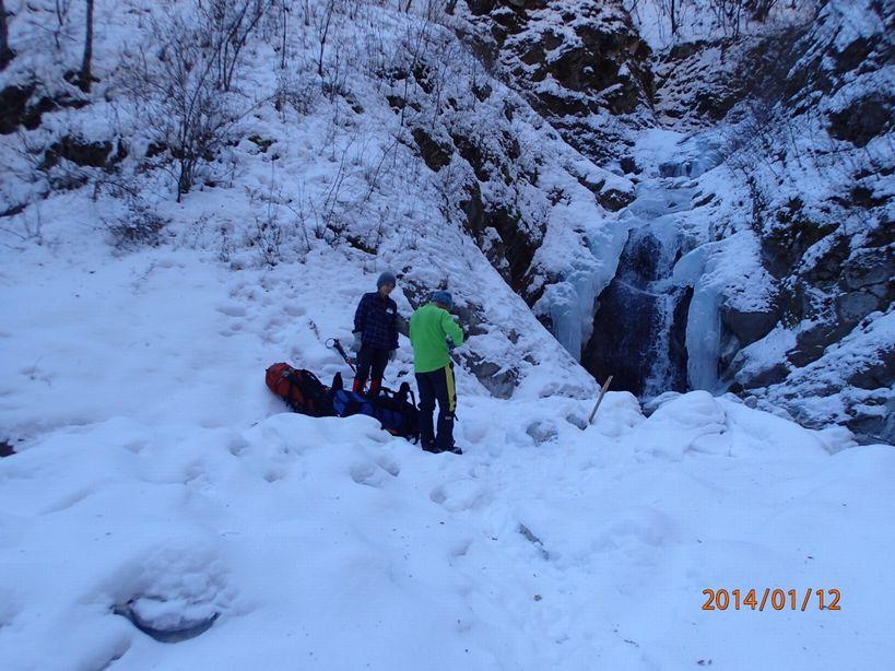 中途半端に凍った滝