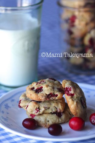 cranberrywhitechocolatecookies1.jpeg