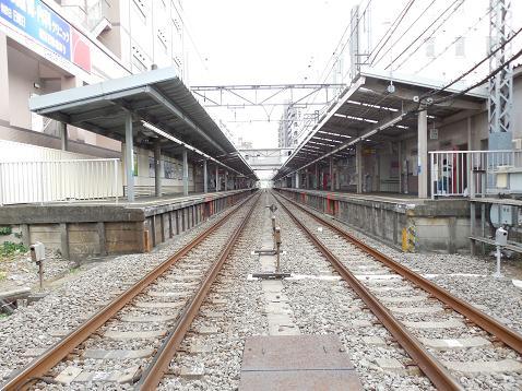 西武新宿線の久米川第1踏切道@東村山市D