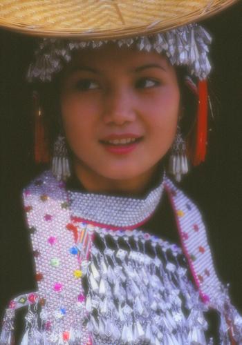 23かわいいハニ族民族衣装